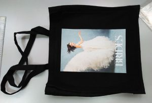 Η μαύρη τσάντα δειγμάτων από τον πελάτη του Ηνωμένου Βασιλείου εκτυπώθηκε με εκτυπωτή textil